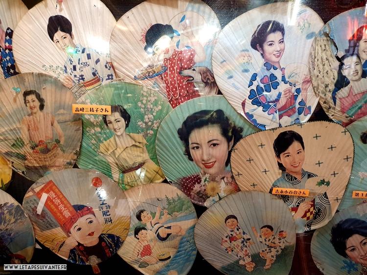 Collection d'éventail d'après guerre, vue dans un restaurant à Takayama, au Japon.