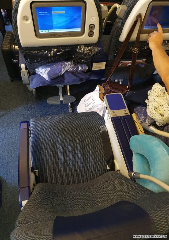 Siège en cabine premium economy, avec une lampe de lecture individuelle