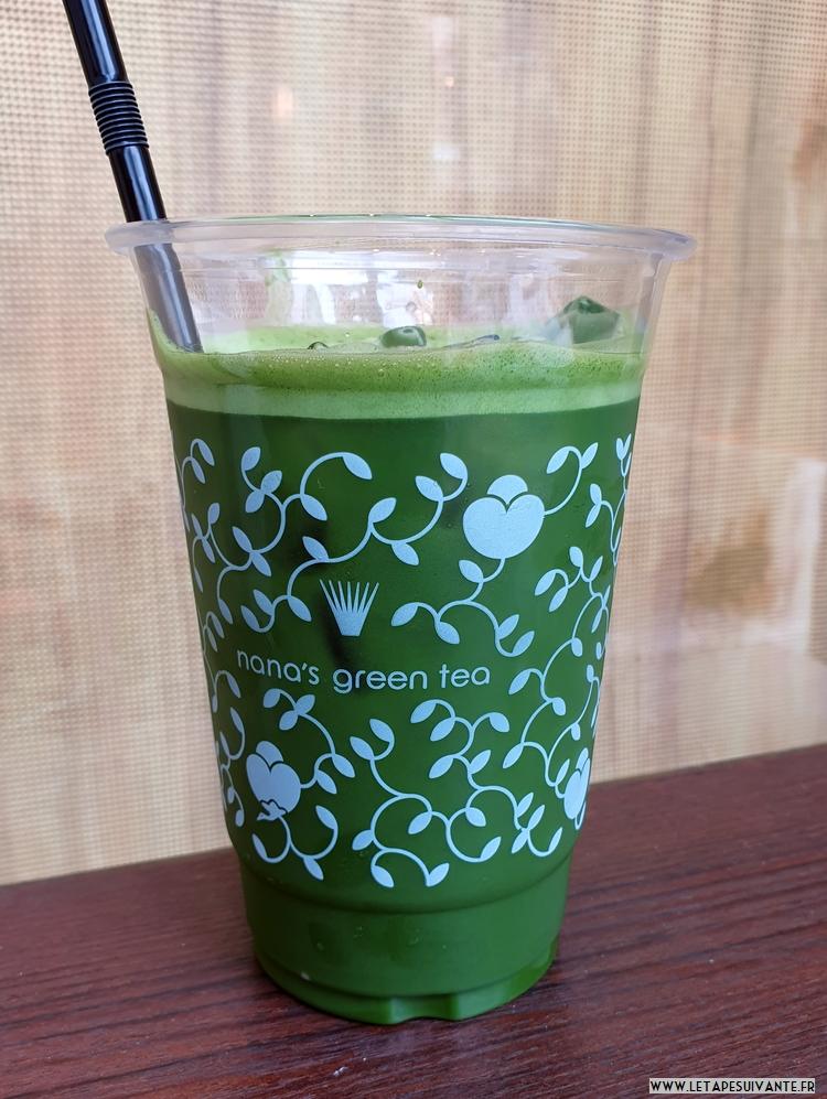 L'été au Japon : se rafraîchir avec un thé vert glacé.