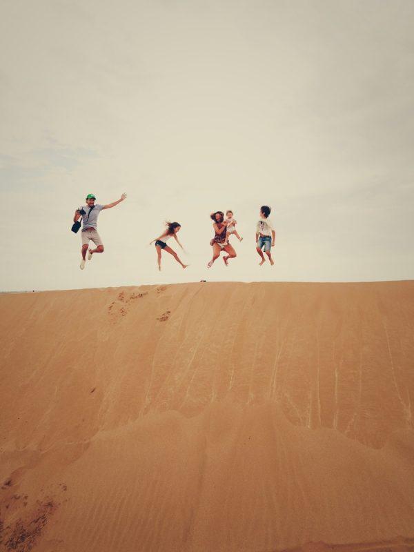 Partir en voyage pendant les vacances scolaires : mes astuces pour voyager moins cher