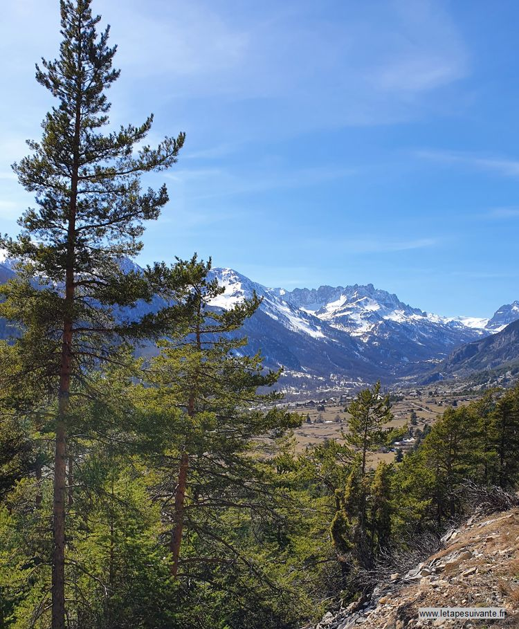 Vue panoramique en redescendant du col de l'Échelle à Névache